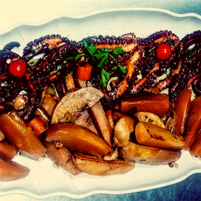 Octopus roasted with potatoes